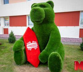 Медведь-сладкоежка пополнил ряд столичных арт-объектов для фотосессий